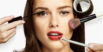 Résultat d'images pour images femmes se maquillant