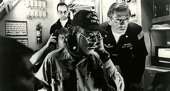 Image result for sonar operator the hunt for red october gif