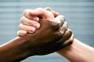 Bildergebnis für Schwarze und Weiße menschen zusammen