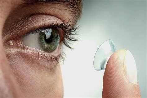 Las lentillas, cada vez más necesarias entre la población. © activevision