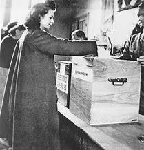 Résultat d'images pour images femme votant en 1918