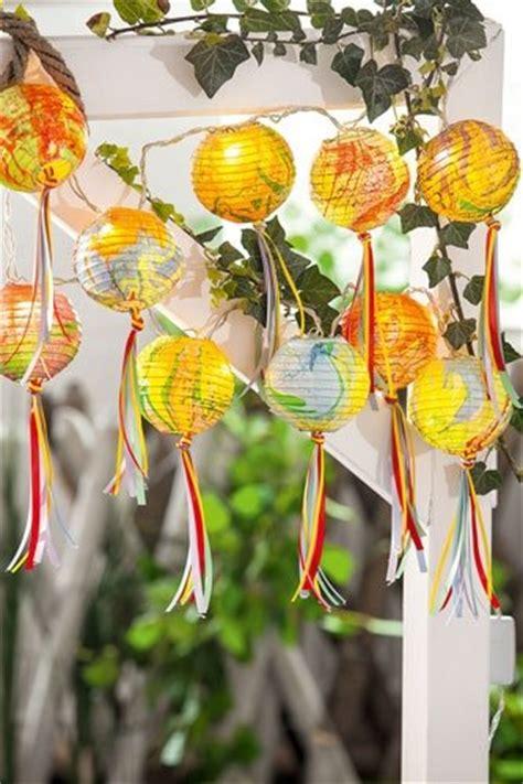 bild basteln für den garten marmorierte lampenschirme