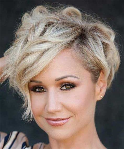 BEST LAYERED SHORT HAIRCUTS FOR ROUND FACE SHORT