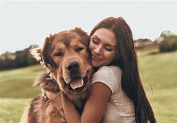 Afbeeldingsresultaten voor knuffelen met hond