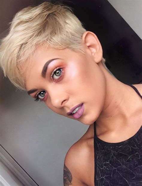SHORT HAIRSTYLES AND HAIRCUTS FOR WOMEN POPULAR