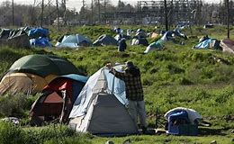 Résultat d'images pour '' camp '' de sans abri