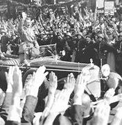 Bildresultat för Massmöte under Hitlers tal