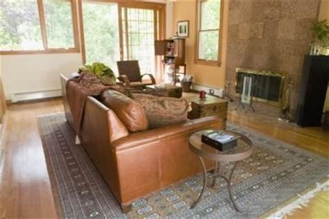 what colors of paint go with a brown leather couch