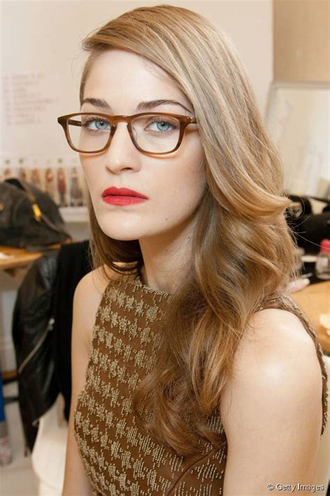 women s hairstyles that look awesome with glasses