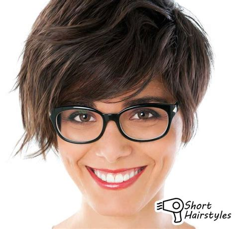 short hairstyles with bangs and glasses kurze