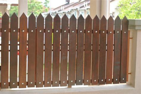 model pagar rumah minimalis kayu dan besi dalam