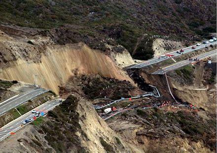 Resultado de imagen de deslizamientos de tierra y piedras en méxico