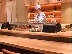 寿司 カウンター  に対する画像結果