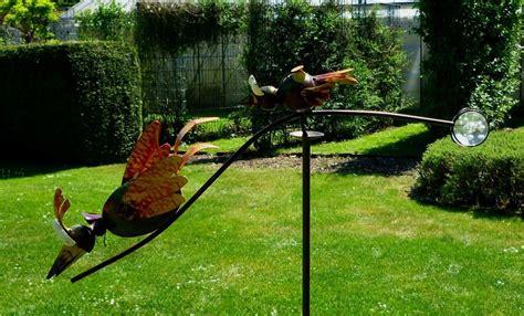 windspiel wippe gartenstecker kleine wilde vögel toben im
