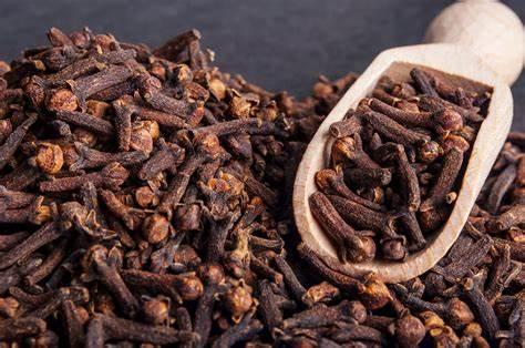 Cengkeh atau cloves merupakan salah satu rempah andalan dalam memasak dan bahan baku rokok kretek