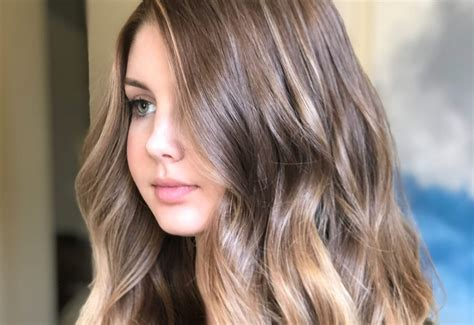 MOST FLATTERING LONG HAIRSTYLES FOR ROUND FACES