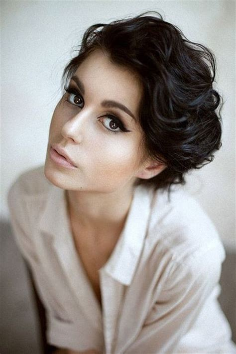 stylish short hairstyles for women with thick hair