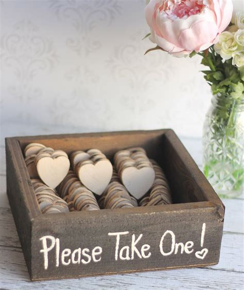 having trouble choosing wedding favors helpful tips