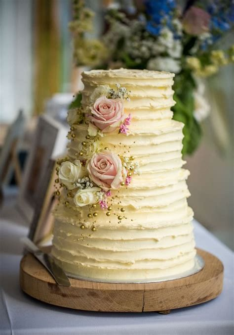 simple and sweet ideas to decorate your wedding cake