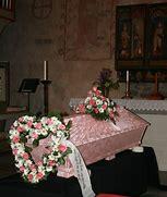 Bildresultat för vit begravnings kista