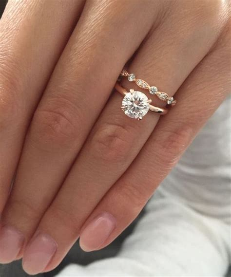 what s the difference between an engagement vs wedding ring