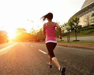 走る  女性 画像 フリー に対する画像結果