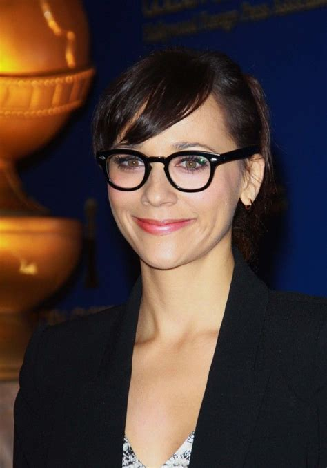 how to choose glasses for short hair and round face shape