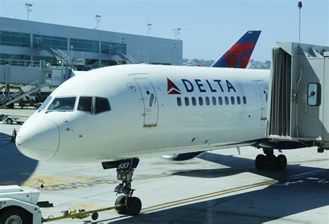 A $12 billion loss for 2020, Delta Air Lines is cautious in early 2021