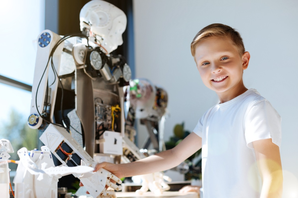 A happy Child Engineering with Robot mechanism