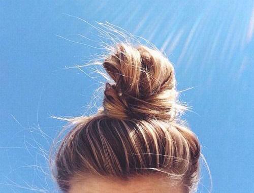 Ánh nắng mặt trời gây hại cho tóc