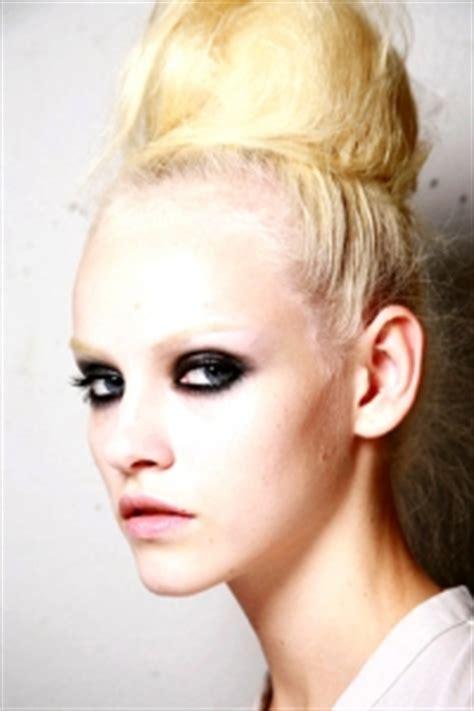 Bleaching Eyebrows