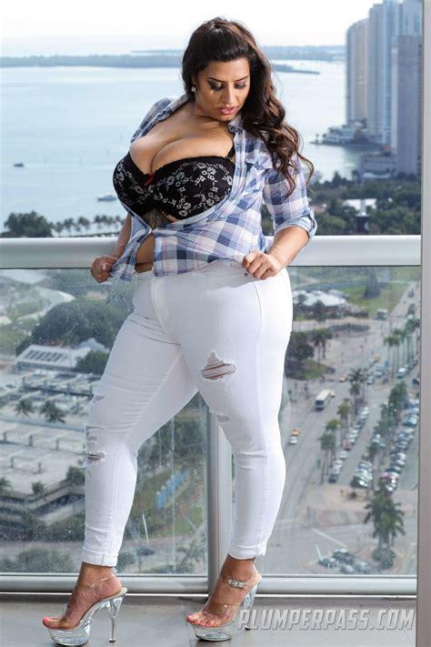 Busty BBW Nude