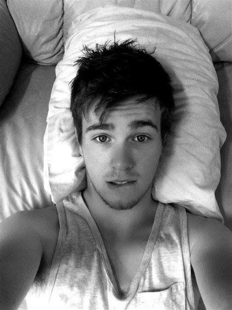 Male Selfie Naked In Bed