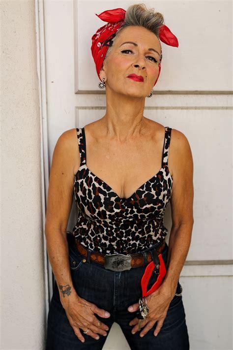 Naked Mature Women In Glasses