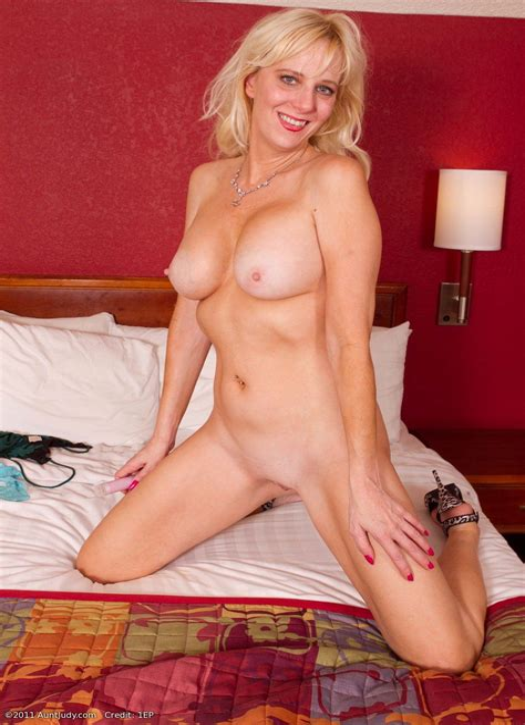 Naked Older Women XXX