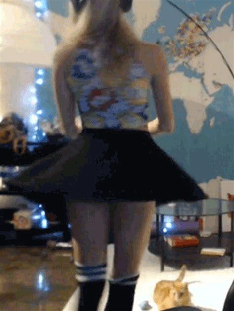 Nude Flashing Pussy