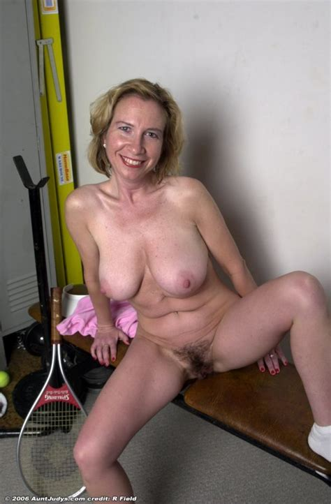 Nude Older Hairy Pussy