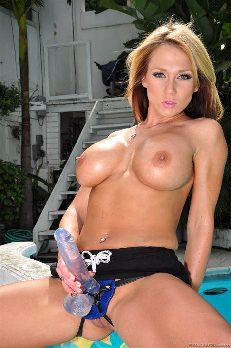 Nude Women Strap On