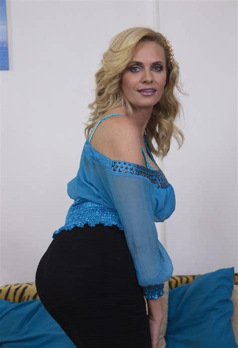 Older Women Naked Ass