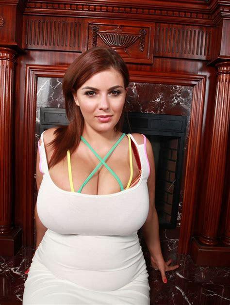 Sexy Curvy Amateur Nude