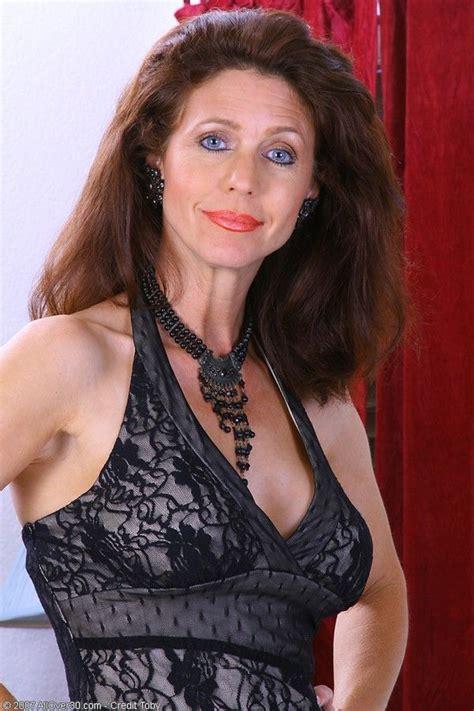 Skinny Nude Mature Woman