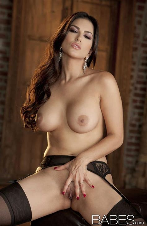 Sunny Leone Lingerie Nude