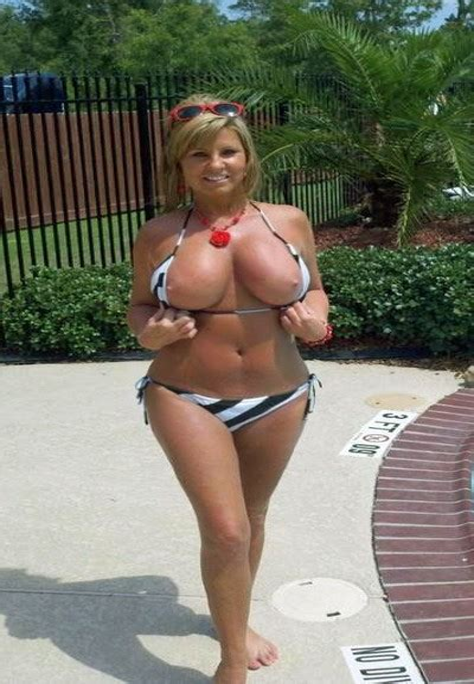 Voluptuous Nude Milfs